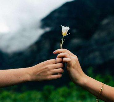 Πώς να συγχωρέσετε και να ξεπεράσετε κάποιον που σας έχει πληγώσει