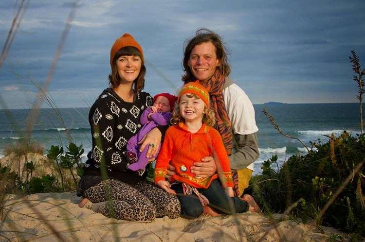 Αυτό το ζευγάρι άφησε τα πάντα και μεγάλωσε τα παιδιά του ταξιδεύοντας σε όλο τον κόσμο!