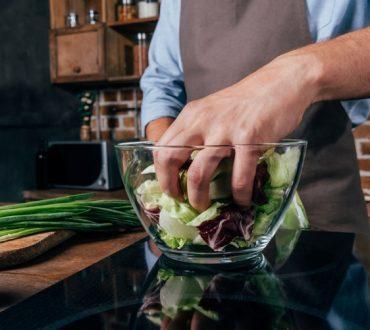 Η υγιεινή διατροφή σας φαίνεται βαρετή; 10 εύκολες και υγιεινές διατροφικές συνήθειες για τους... τεμπέληδες!