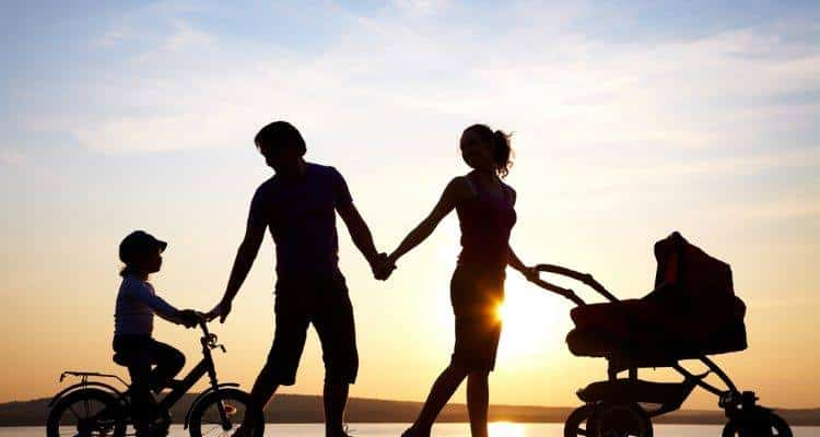 Οι γονείς που μεγαλώνουν «καλά» παιδιά κάνουν αυτά τα 5 πράγματα (σύμφωνα με ψυχολόγους του Harvard)
