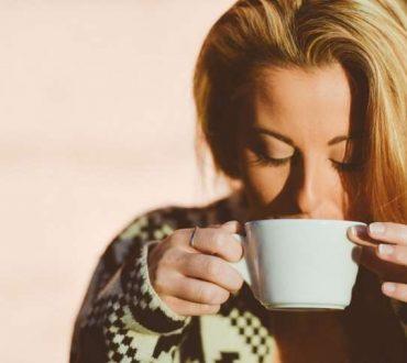 6 λόγοι για να ξυπνάτε νωρίτερα το πρωί και πώς να ξεκινήσετε τη μέρα σας με υγιεινό τρόπο