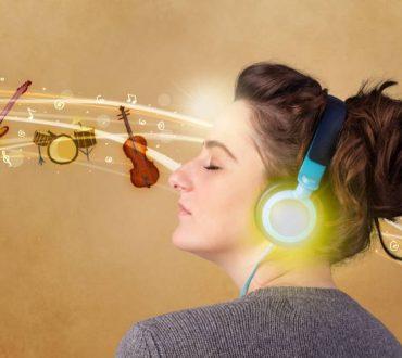 Το αγαπημένο σας τραγούδι αναζωογονεί τον εγκέφαλό σας: Πώς η μουσική μας αλλάζει