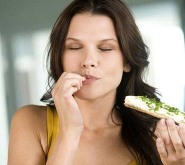 Τι συμβαίνει στο σώμα όταν τρώμε ανάμεσα στα γεύματα;