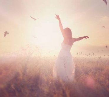Σε έναν κόσμο που σου μαθαίνει να... φεύγεις, εσύ μάθε να έρχεσαι την κατάλληλη στιγμή