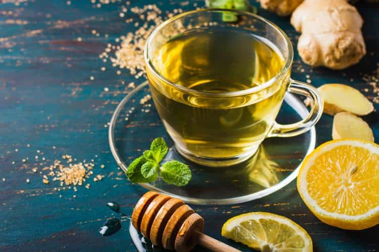 Συνταγή: Τσάι του βουνού με μέλι, λεμόνι και τζίντζερ για φυσική προστασία του οργανισμού