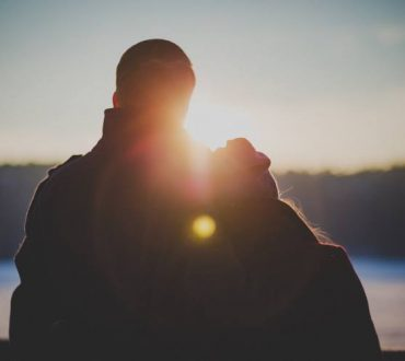 Αγάπη δεν είναι μόνο να κοιτάμε ο ένας τον άλλον στα μάτια, αλλά να κοιτάζουμε μαζί προς την ίδια κατεύθυνση
