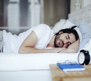 Τα οφέλη του βαθέος ύπνου για το μυαλό και πώς να επωφεληθούμε περισσότερο από αυτόν (βίντεο)