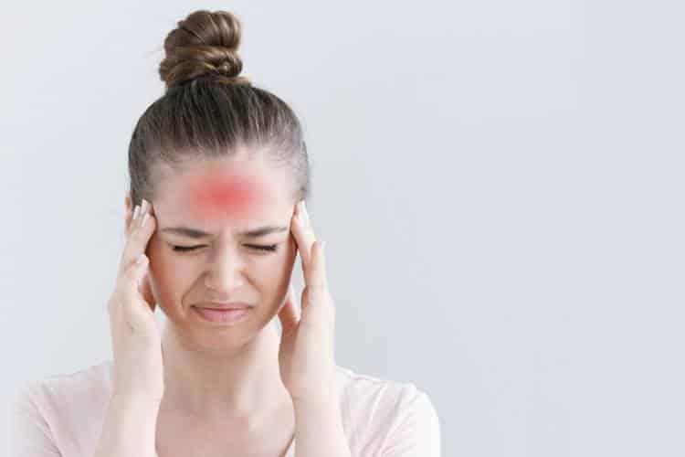 Πονοκέφαλος στο μέτωπο και στους κροτάφους: Τι χρειάζεται να ξέρετε