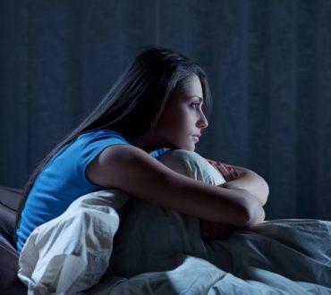 Γιατί οι γυναίκες ταλαιπωρούνται περισσότερο από αϋπνίες; 9 φυσικοί τρόποι να τις ξεπεράσετε