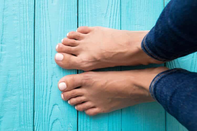 Μούδιασμα στα πόδια: Γιατί και πότε το παθαίνουμε; Αιτίες και τρόποι αντιμετώπισης
