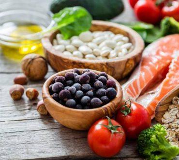 Τα οφέλη της Μεσογειακής διατροφής και η διαφορά της με τη διατροφή με χαμηλά λιπαρά