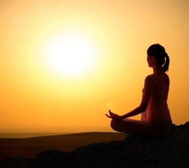 Ξεφορτωθείτε την αρνητική ενέργεια: 6 αποτελεσματικές πρακτικές για να καθαρίσετε το ενεργειακό σας πεδίο