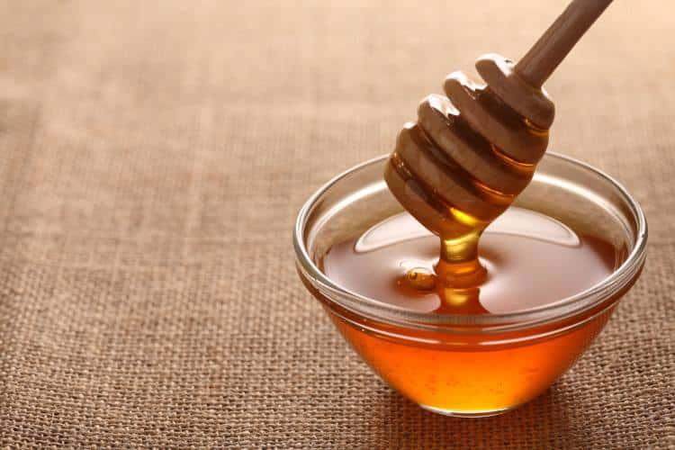 13 λόγοι που το μέλι είναι ευεργετικό για την επιδερμίδα και τα μαλλιά σας