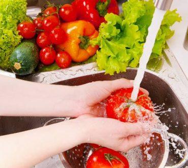 Πώς θα πλύνω σωστά τα λαχανικά μου; (βίντεο)