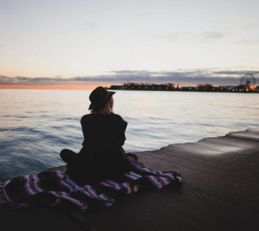 Ο χρόνος που περνάμε μόνοι μας βοηθά στη διαμόρφωση υγιών σχέσεων