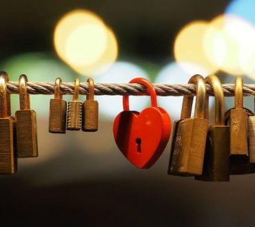 Μη ζητιανεύεις την αγάπη, η αγάπη υπάρχει μέσα μας