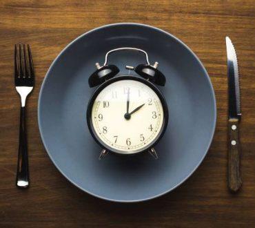 H δίαιτα της διακοπτόμενης νηστείας 16:8 αποδεικνύεται αποτελεσματική, σύμφωνα με νέα έρευνα