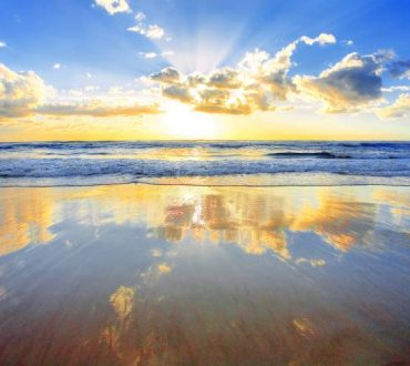 Ευτυχία είναι ένας πρωινός καφές, ένα ηλιοβασίλεμα με τα αγαπημένα σου χρώματα...
