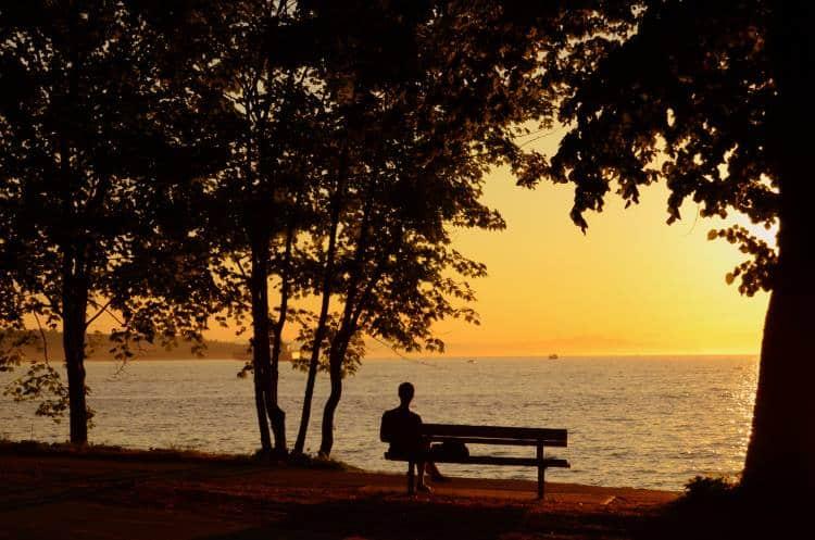 Περνώντας από τη μοναξιά στη μοναχικότητα
