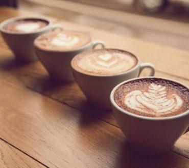 Πώς τέσσερα φλιτζάνια καφέ μπορούν να προστατεύσουν την καρδιά μας, σύμφωνα με νέα έρευνα
