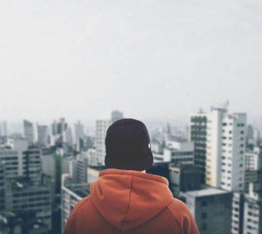 Αυτοκαταστροφικές συμπεριφορές: Γιατί ο φόβος για απόρριψη μας οδηγεί στη μοναξιά