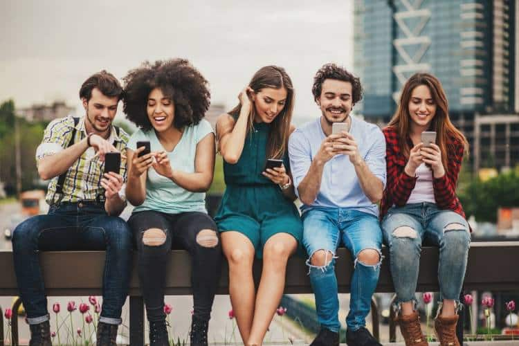 Social Media: Παριστάνοντας αυτό που δεν είμαστε