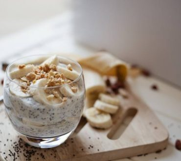 Συνταγή: Θρεπτικό και δροσιστικό επιδόρπιο με μπανάνα και σπόρους chia