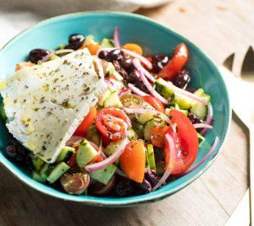 Συνταγή: Χορταστικές σαλάτες που αντικαθιστούν ολόκληρα γεύματα