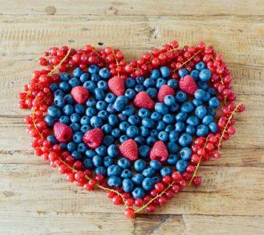 Η δύναμη των μούρων: Μειώνουν τον κίνδυνο καρδιοπάθειας μέχρι και 40%, σύμφωνα με πρόσφατη έρευνα