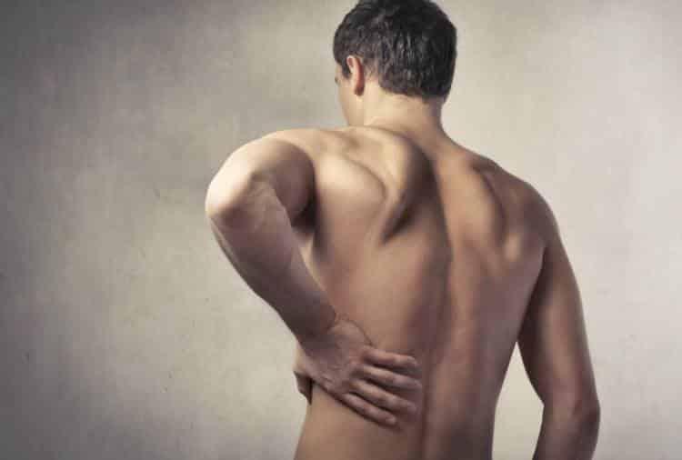 Οσφυαλγία: 7 σπιτικές θεραπείες για άμεση ανακούφιση από τον πόνο στη μέση