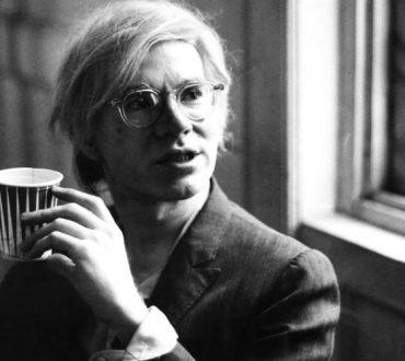 «Οι άνθρωποι θα έπρεπε να ερωτεύονται με τα μάτια τους κλειστά»: 12 αποφθέγματα του Andy Warhol