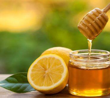 Φυσική αντιμετώπιση της ακμής: Μια εύκολη συνταγή με μέλι και λεμόνι