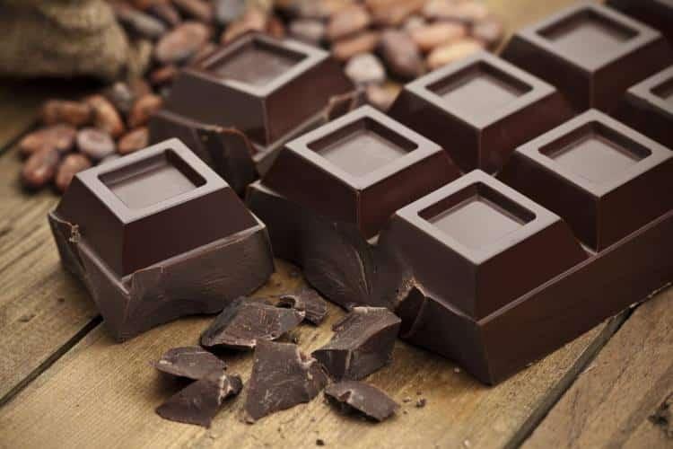 Μαύρη σοκολάτα: Η ευεργετική της επίδραση στον εγκέφαλο και στην καρδιά