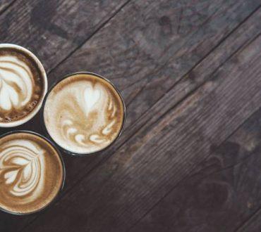 7 σημάδια που μαρτυρούν ότι πίνουμε πολύ καφέ