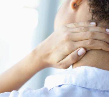 Πώς να ανακουφιστούμε από τον πόνο στον αυχένα μέσα σε 1 λεπτό