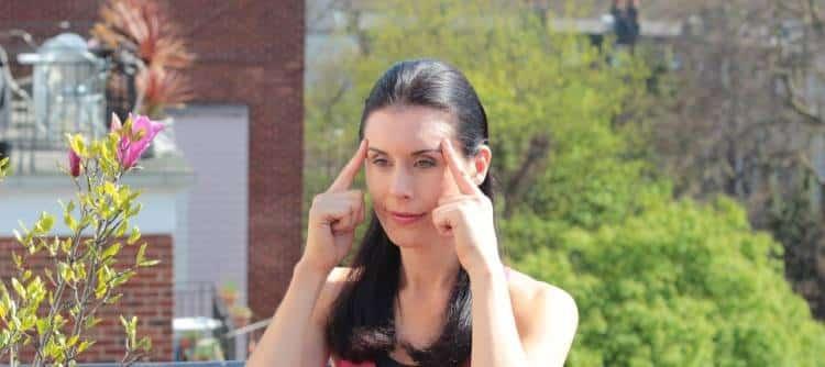 Face yoga: Ασκήσεις ευεξίας για να ανανεώσετε το πρόσωπό σας (Βίντεο)