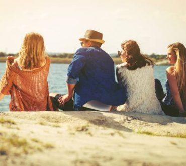 Η φιλία δεν είναι δημόσιες σχέσεις