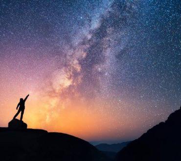 """""""Να φτιάχνεις ουρανούς αν θες να βλέπεις άστρα"""": Ομιλία της Λίνας Νικολακοπούλου (Βίντεο)"""