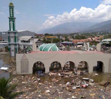 Η Ινδονησία μετρά τις πληγές της μετά από καταστροφικό σεισμό και τσουνάμι