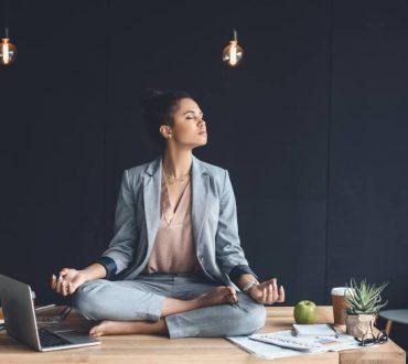 Ο υπερβατικός διαλογισμός καταπολεμά το εργασιακό άγχος