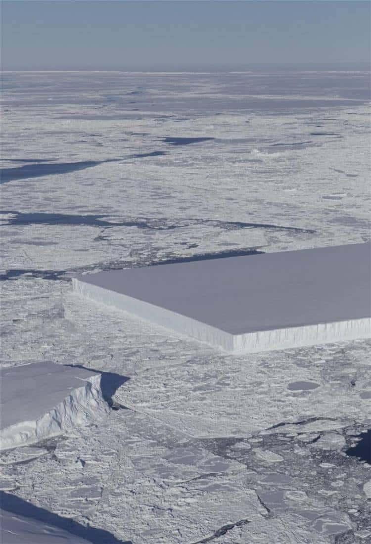 Η NASA φωτογράφισε ένα παγόβουνο με τέλειο ορθογώνιο σχήμα