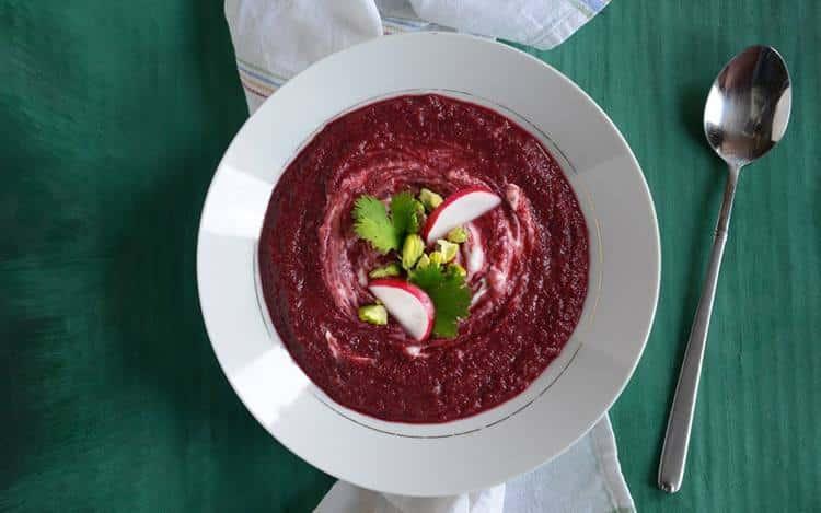 Συνταγή: Θρεπτική σούπα παντζαριού με τζίντζερ