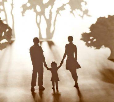 Οι γονείς μας δυο πέτρες στο λαιμό μας ή ένα πολύτιμο κόσμημα;