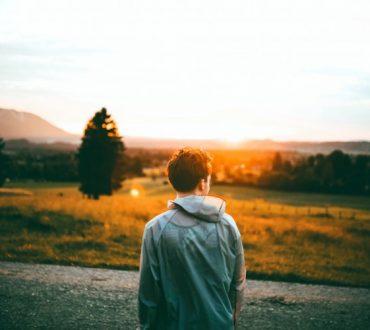 Μένοντας προσκολλημένοι στο παρελθόν δεν αφήνουμε τον εαυτό μας να ασχοληθεί με το παρόν
