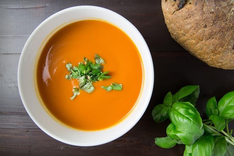 Συνταγή: Θρεπτική σούπα βελουτέ καρότου με σκόρδο