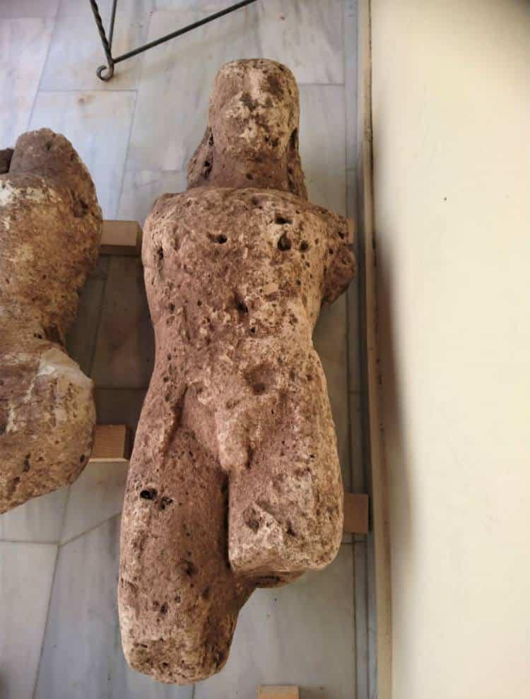 Τρεις κούροι της αρχαϊκής εποχής ανακαλύφθηκαν τυχαία σε χωράφι της Αταλάντης (φωτογραφίες)