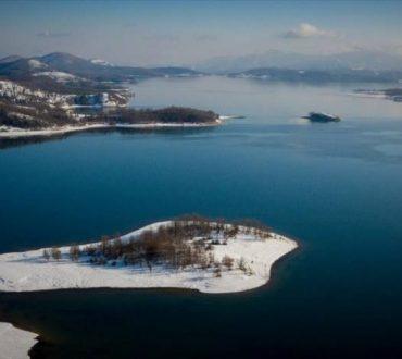 Λίμνη Πλαστήρα: Τα χιόνια δημιούργησαν ένα παραμυθένιο τοπίο (φωτογραφίες)