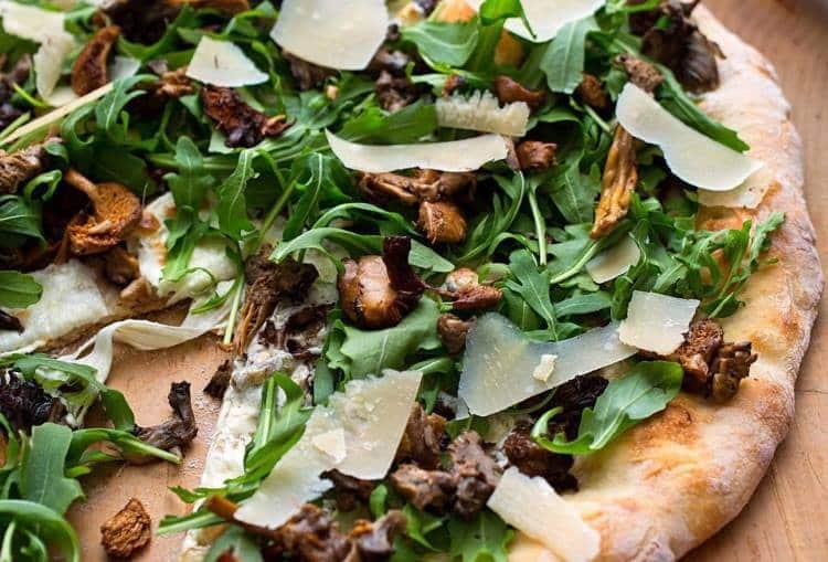 Συνταγή: Χορτοφαγική πίτσα με μανιτάρια και ρόκα
