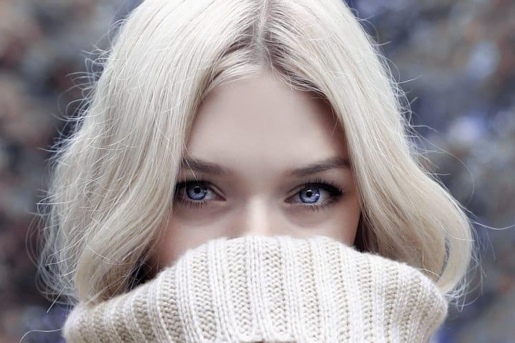 6 τρόποι να φροντίσουμε την επιδερμίδα μας γύρω από τα μάτια