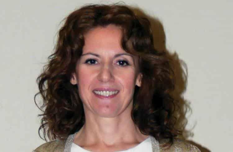 Ελληνίδα οδοντίατρος εφηύρε ουσία που αναπλάθει τα δόντια χωρίς την ανάγκη σφραγίσματος